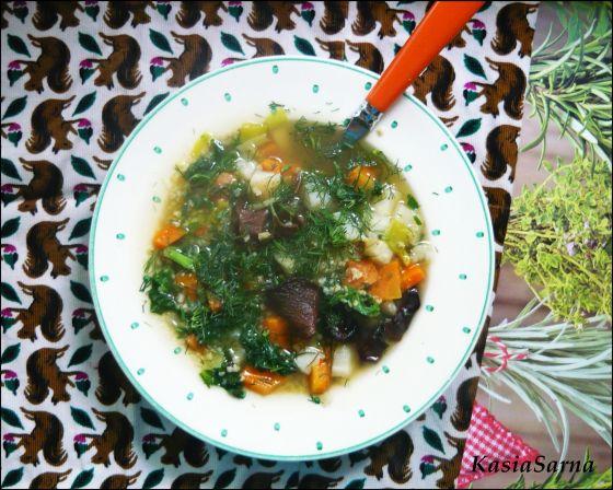 wegańska zupa z kasza jaglaną jarmużem lekki krupnik