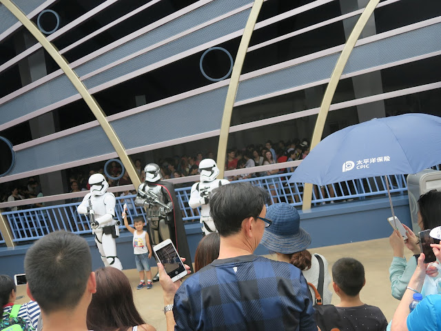 hong kong disneyland ; star wars; clone tropper