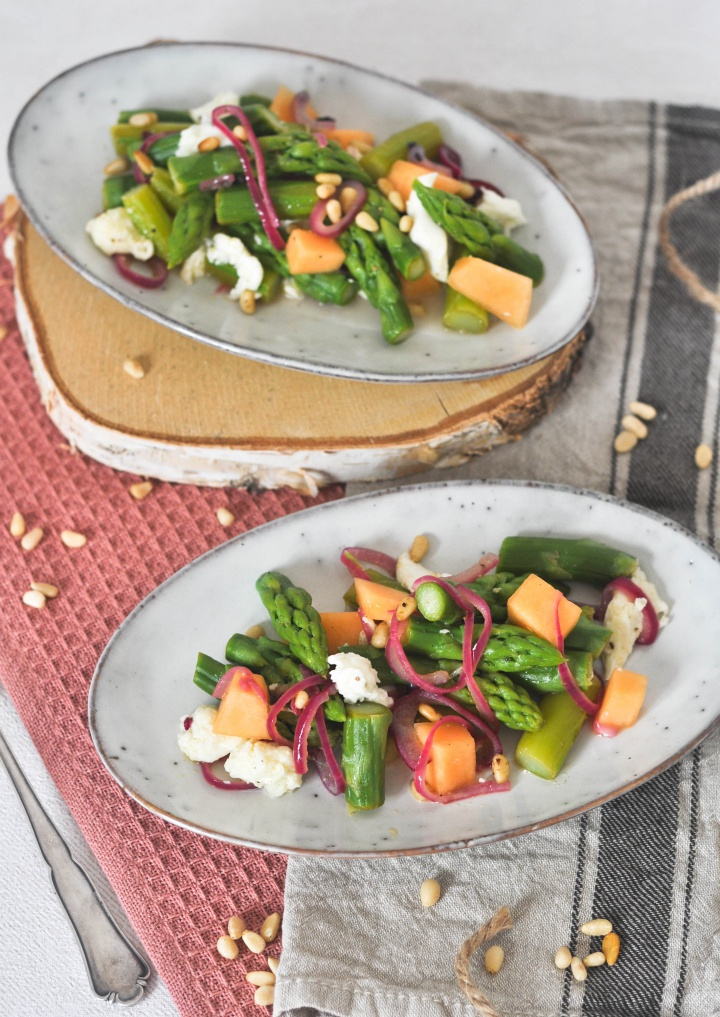 gluten free Asparagus Salad with Melon and Burrata