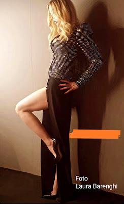 Ilary Blasi foto vestito abbigliamento gambe Isola dei famosi 21 maggio