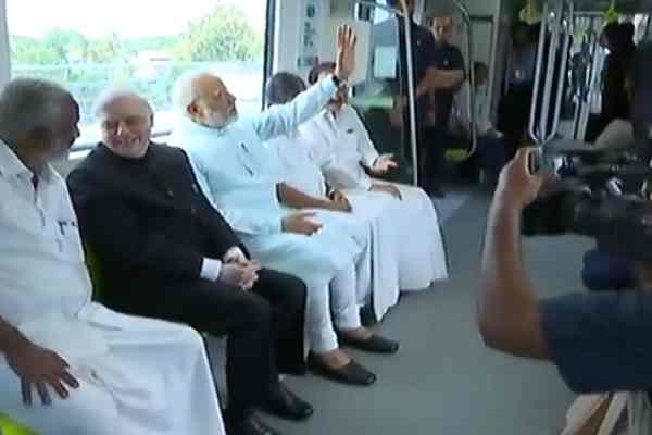 PM MODI ने कोच्ची मेट्रो को किया देश को समर्पित, केरला वासियों को दिया बड़ा उपहार