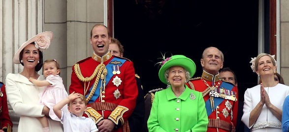Queens of england trooping the colour 2016 for Queens wedding balcony