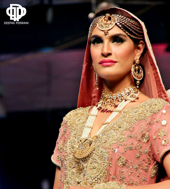 Deepak Perwani Mail: Deepak Perwani Collection At Pantene Bridal Couture Week