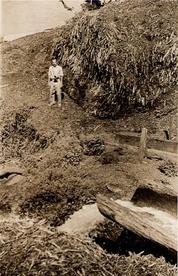 Escoadouro da Lagoa do Óleo, no Rio Doce. Colatina, ES, 2 de maio de 1950.