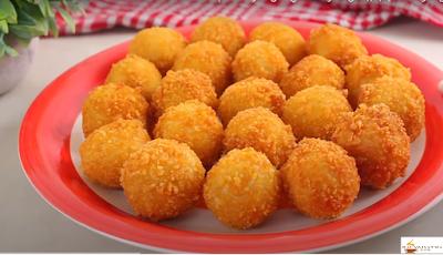 كرات البطاطس المقرمشة محشية بالجبنة