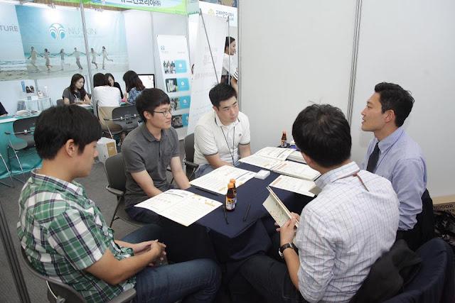 Sinh viên Trường đại học Sungkyunkwan trong hoạt động tuyển dụng
