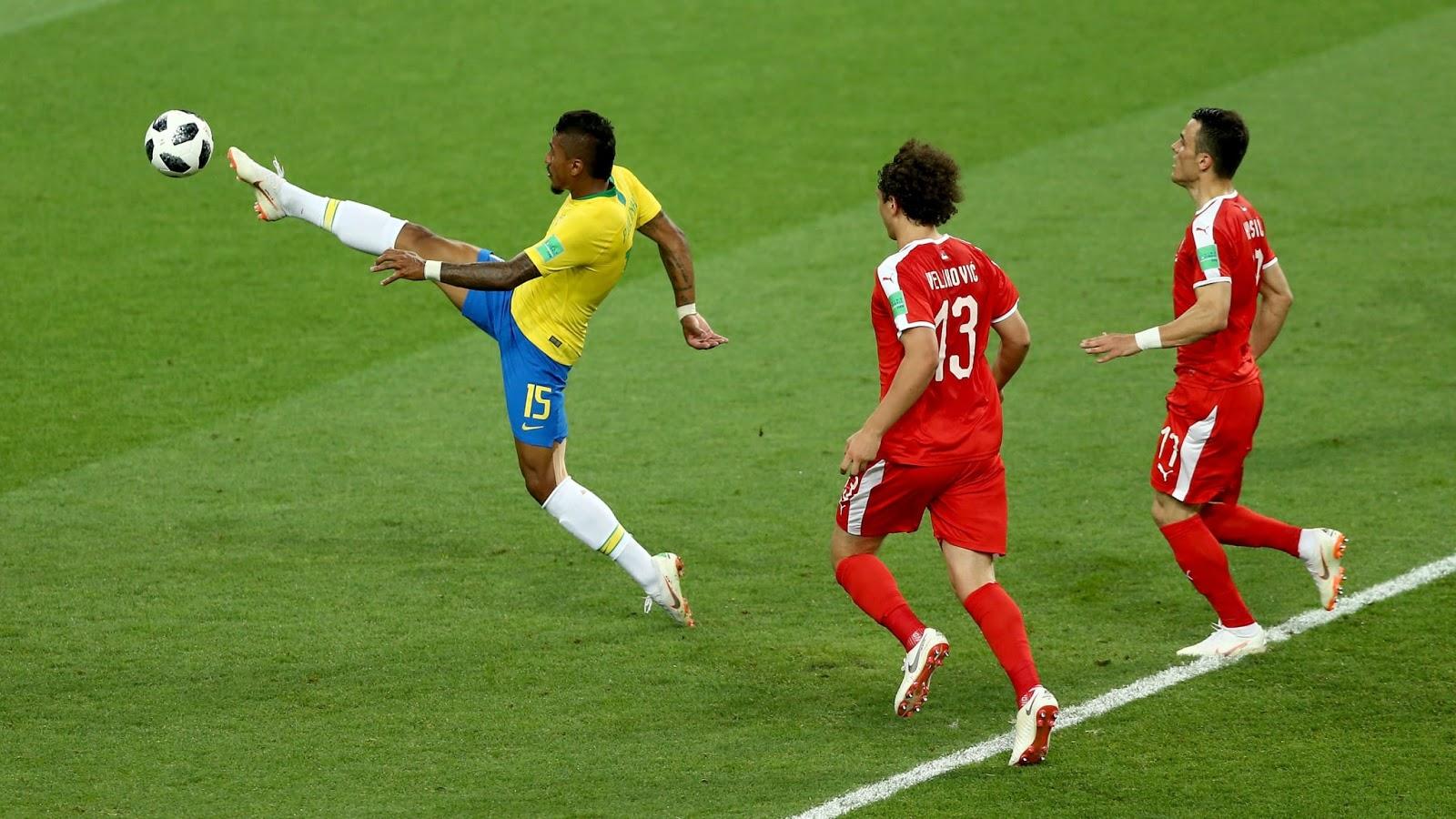 A Seleção seguiu dominando as ações e chegou ao gol aos 35 minutos.  Coutinho enfiou uma bola incrível para Paulinho aa2f7a83493de