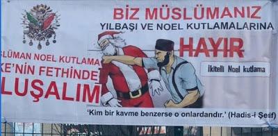 Αφίσα στην Κωνσταντινούπολη με τον Άγιο Βασίλη να δέχεται μπουνιές: «Είμαστε μουσουλμάνοι. Όχι στις γιορτές των Χριστουγέννων και της Πρωτοχρονιάς»