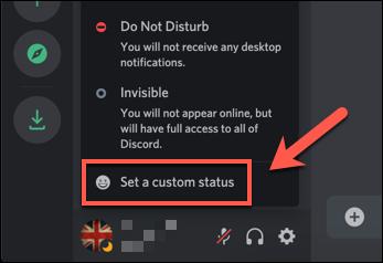 """من قائمة حالة Discord المنبثقة ، اضغط على خيار """"تعيين حالة مخصصة""""."""