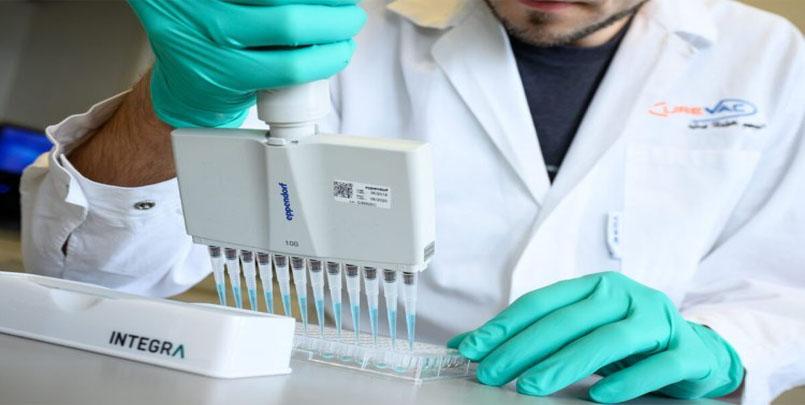 """لقاح ضد كورونا طورته شركة,آلاف المتطوعين في ألمانيا لاختبار لقاح ضد كورونا طورته شركة """"كيورفاك"""",تجارب لقاح جديد ضد فيروس كورونا المستجد,mRNA"""