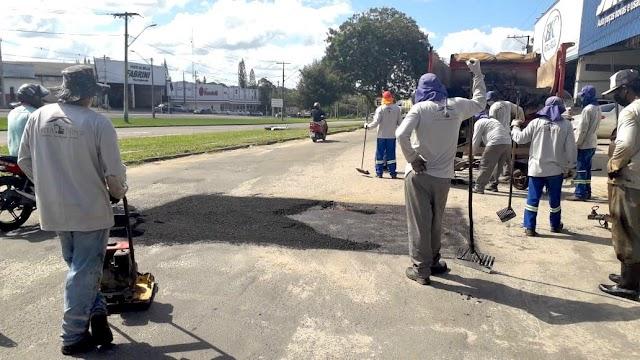 Operação tapa-buracos recupera ruas da cidade
