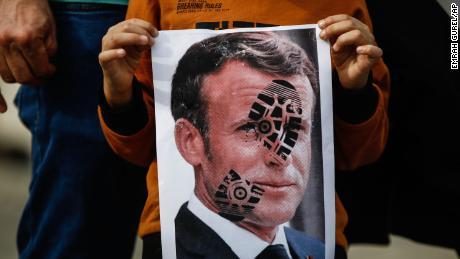 UAS: Umat Islam Wajib Boikot Produk Prancis!
