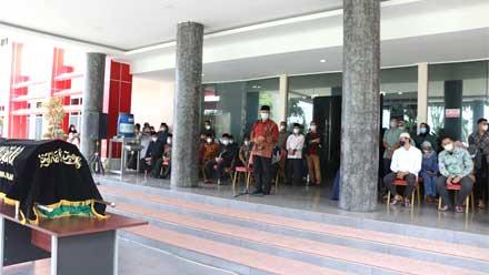 Mahyeldi Lepas Jenazah Priadi Syukur di Lobi Kantor Gubernur