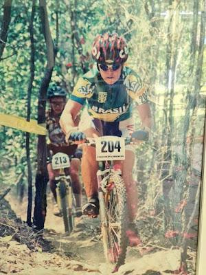 Jane Porfírio competindo em mountain bike