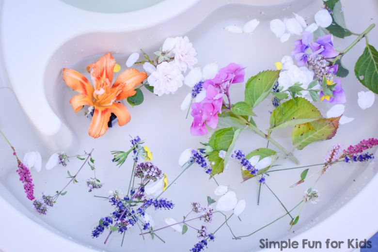 summer flower water play for toddlers