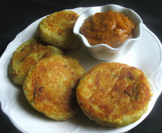 Potato Patties Stuffed with Spiced Mushrooms and Green Peas