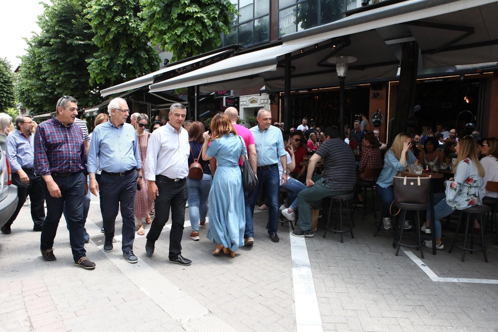 Χαλαρή βόλτα και καφέ στο κέντρο της Λάρισας για τον Απ.Καλογιάννη πριν την αυριανή μεγάλη αναμέτρηση (ΦΩΤΟ)