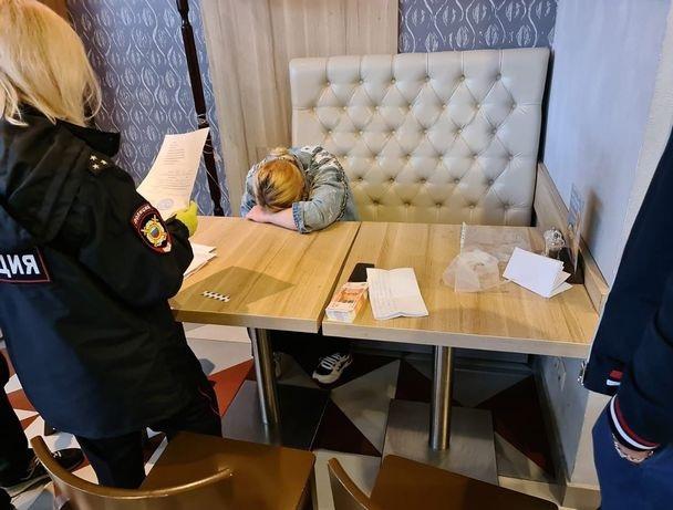 La madre russa tende a vendere la figlia di una settimana per comprare stivali nuovi