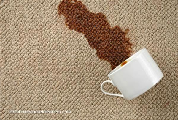 Mancha de café en una alfombra de interiores