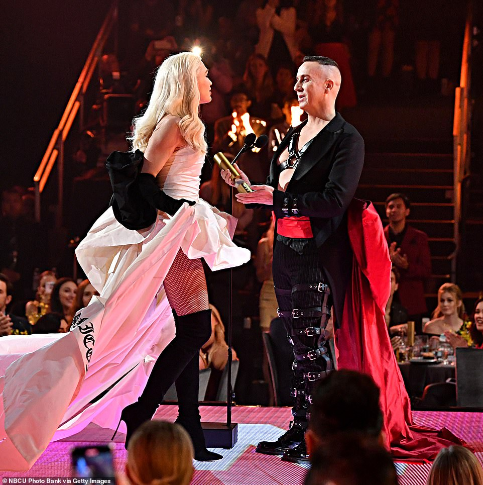Gwen Stefani honored with Fashion Icon award at the 2019 People's Choice Awards