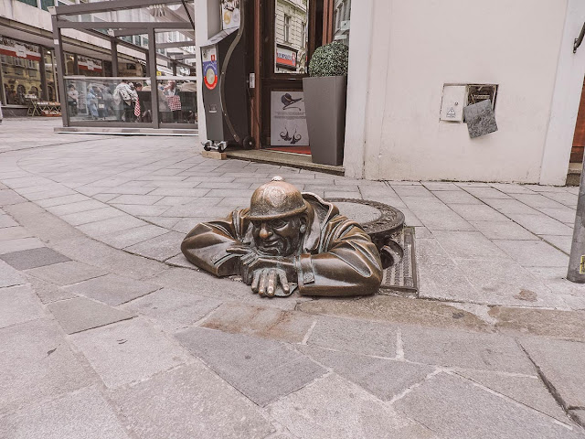 statue di bronzo a bratislava