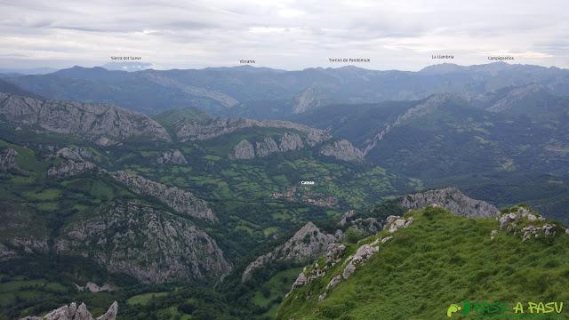 Vista hacia Caso desde la cima de la Cabeza del Arco