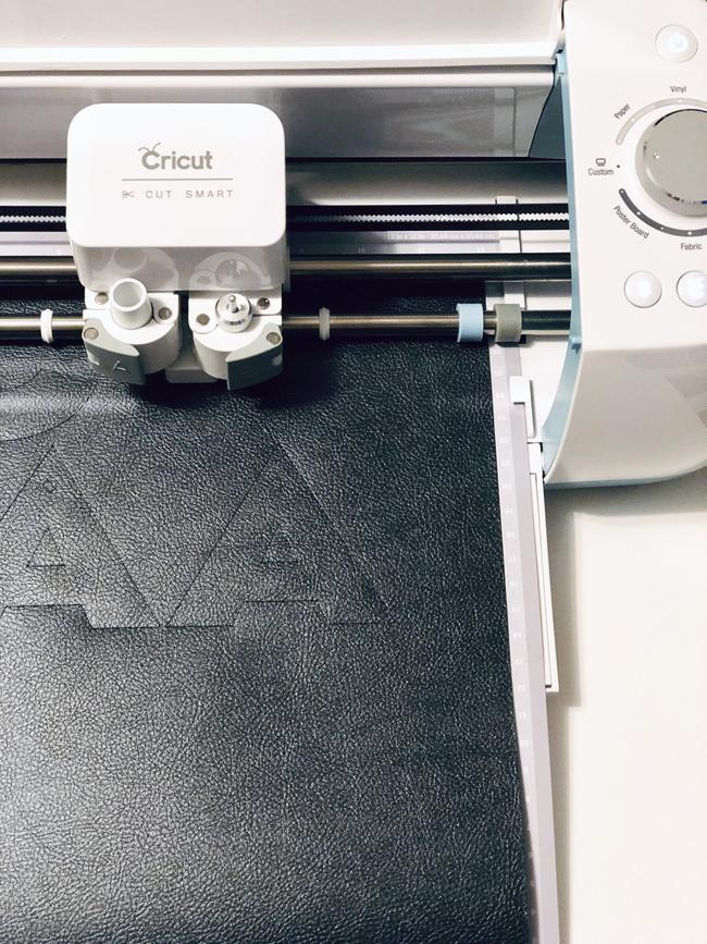 Cutting monogram gift tags on Cricut