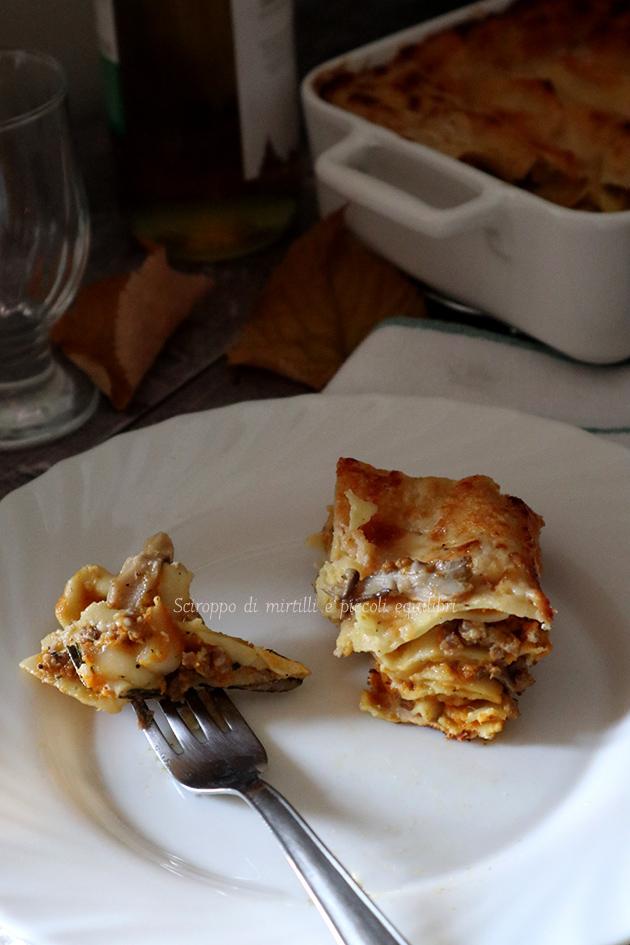 Lasagne con zucca, funghi pleaturus e salsiccia