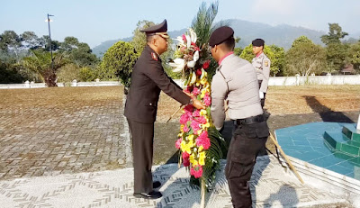 Peringati HUT Bhayangkara ke- 73 Jajaran Polres Lambar Gelar Ziarah dan Tabur Bunga di TMP Kubu Perahu