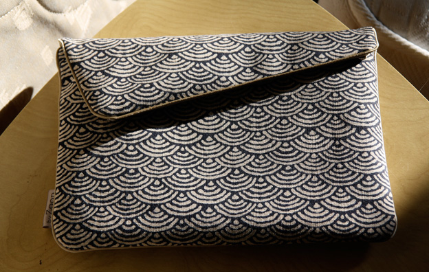 byzoon pochette luxe pour ipad. Black Bedroom Furniture Sets. Home Design Ideas