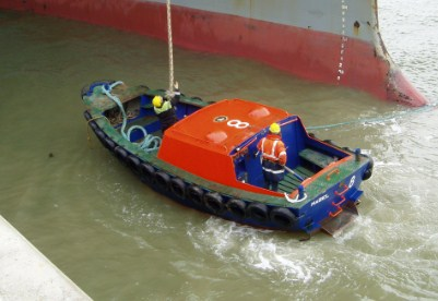 Kapal Kepil Pelabuhan