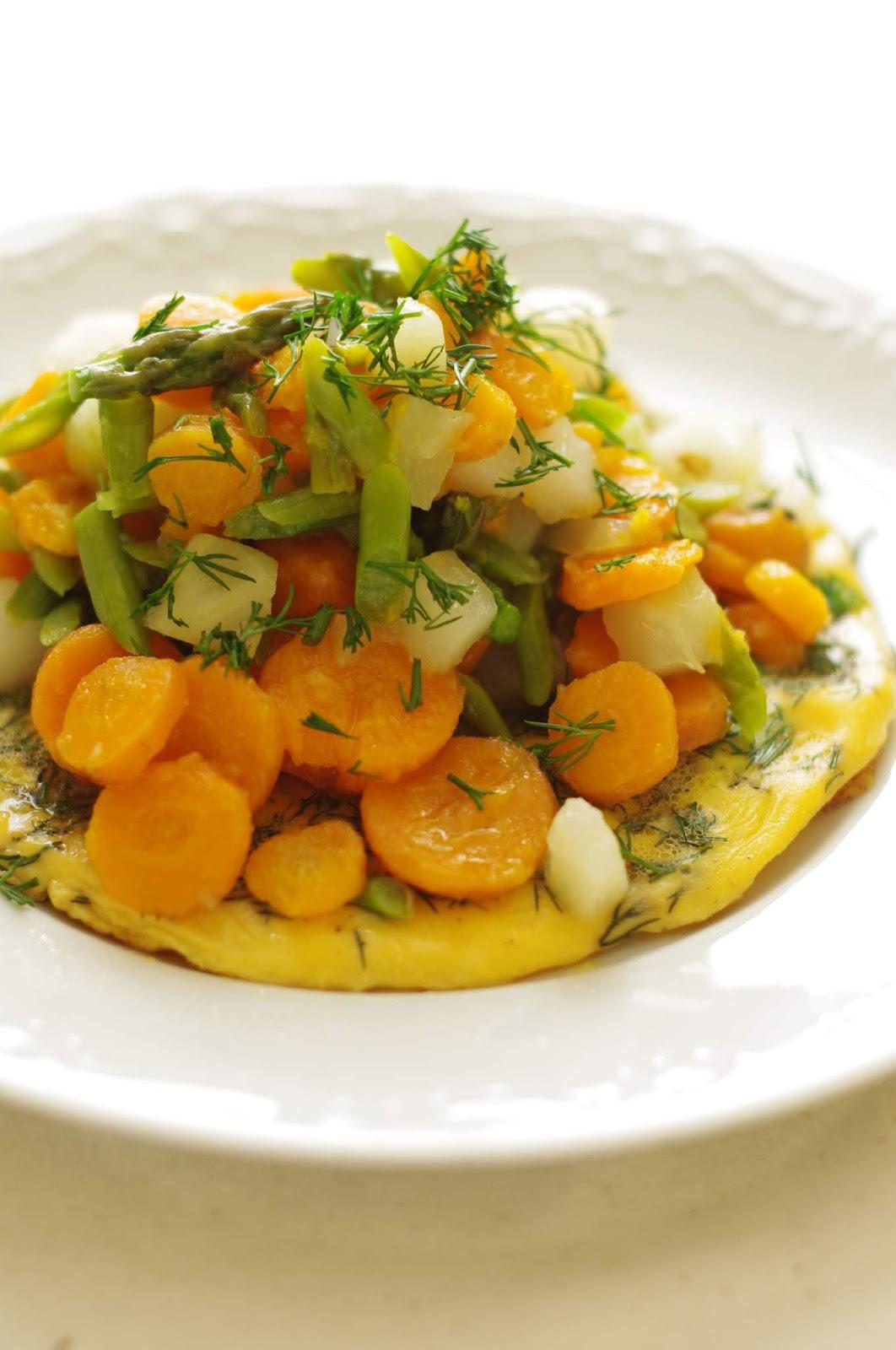 Omlet z młodymi warzywami