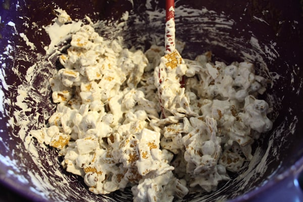 Mix marshmallow creme and butter mixture into the s'mores cereal