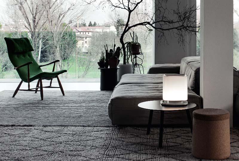 Un apparecchio di design che purifica l'aria dentro casa e illumina