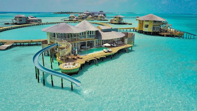 Vila Atas Air di Maladewa Dengan Kolam Renang Pribadi dan Seluncuran Air Menuju Samudra Hindia