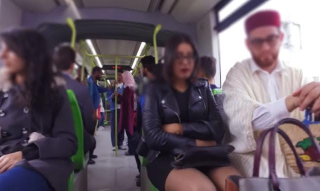 مشهد بشع: فتاة تتعرّض لتحرشّ جماعي في المترو ! (صور)