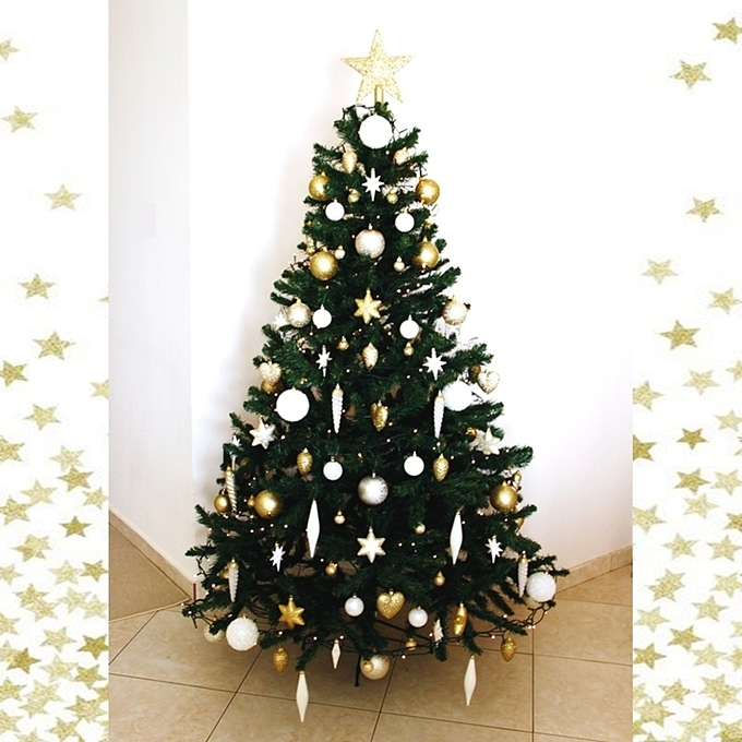 chic white and gold Christmas tree decoration