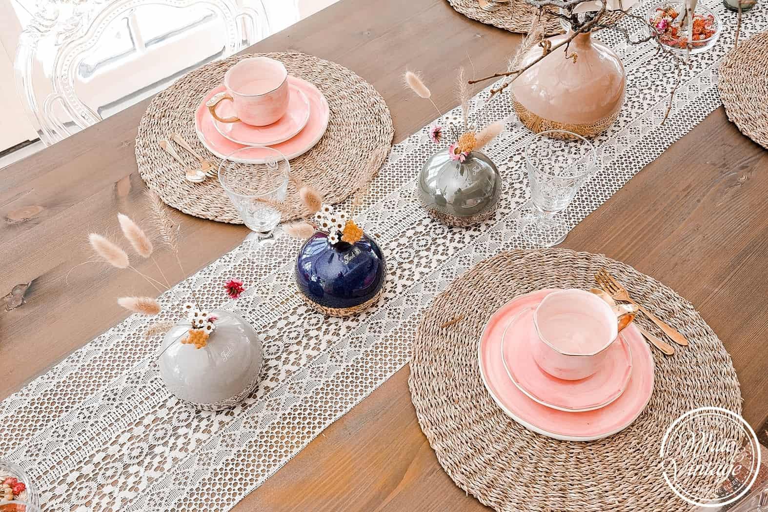 Tischdeko mit Vasen