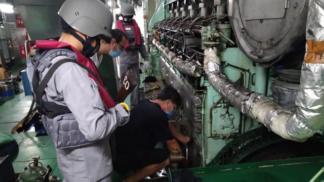 Bakamla Bantu Kapal Ikan Asing China yang Mogok di Laut Natuna, Kok Gak Ditangkap?