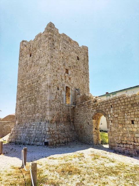 ruiny zamku w Razanac, Chorwacja, zabytki