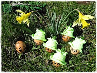 Żonkilowa czapeczka na jajka – Daffodil hat by Zabbez