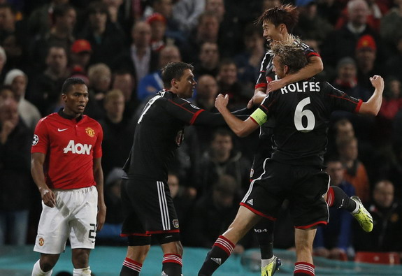 Simon Rolfes celebrates his goal against Manchester United with Leverkusen teammates