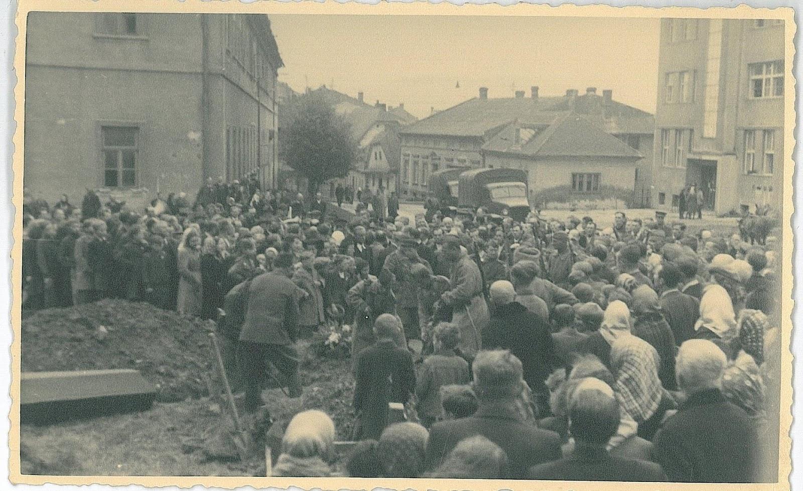 Похороны красноармейцев в Пршиборе 8 мая 1945 года