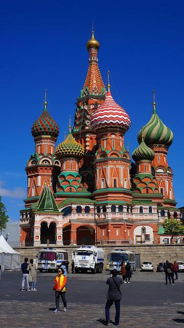 На фото - изображение Храма Василия Блаженного на Красной площади в Москве