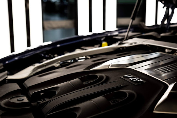 Bentley Flying Spur V8: produção iniciada na Inglaterra