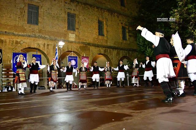 """""""Ανάπλεια 2020"""": Παραδοσιακοί χοροί και μουσικές πλημμύρισαν το Ναύπλιο το βράδυ του Σαββάτου (βίντεο)"""
