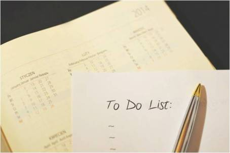 a to-do list, including who to notify when moving house