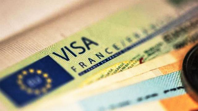 فرنسا تشدد إجراءات منح التأشيرات إلى مواطني المغرب والجزائر وتونس