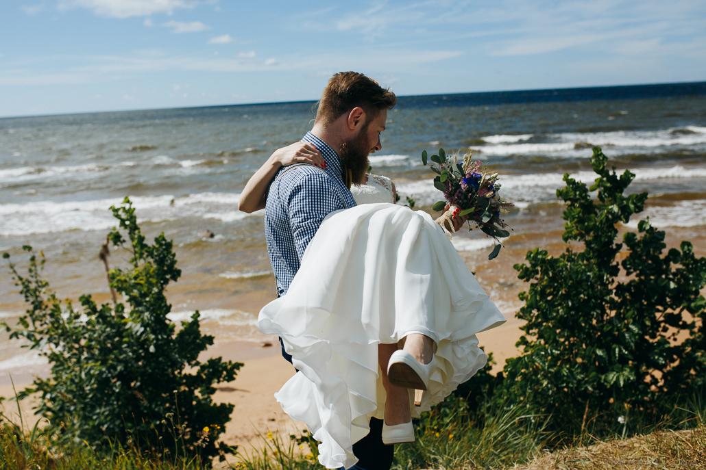 kāzu kleita un kurpes