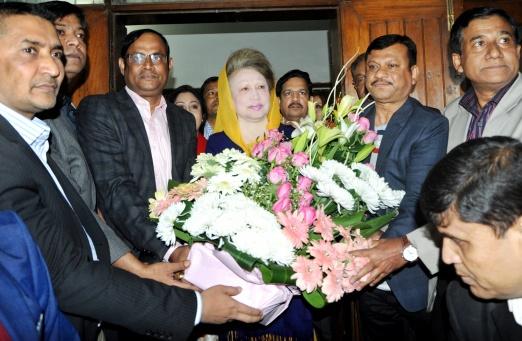 খালেদা জিয়াকে যুবদলের নতুন নেতৃবৃন্দের শুভেচ্ছা